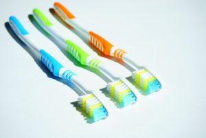 cara merawat dan membersihkan sikat gigi yang benar